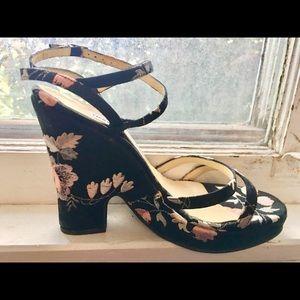 Gorgeous Dolce & Gabbana platform sandal like new.